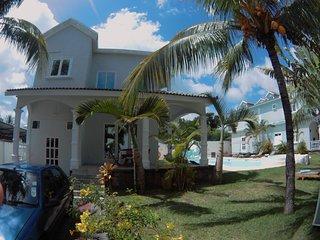 1 er etage  Villa Poisson 2  Jolie jardin exotique  a 3 mn de la plage a pieds