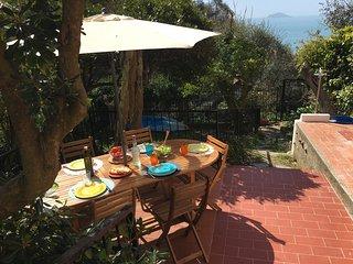 Il Tino, Tellaro - Appartamento vista mare con giardino privato e posto auto