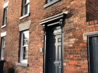 Town house with 4 double ensuite bedrooms. On River  & 1 min walk from Station