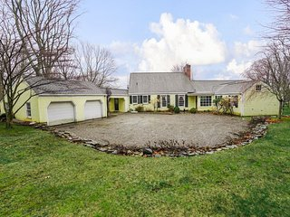 Large Home in desirable Manhattan suburb,  direct train from Grand Central and e