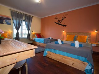 15 minutes by walking distance to supertubos beach Lagido room