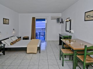 Sea View Hotel - Studio 2+1 guests