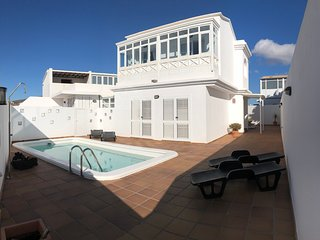 MERY GREAT CENTRAL HOUSE IN TIAS LANZAROTE WITH CLIMATIZED PRIVATE POOL