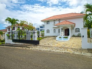 2 bedroom House with own Pool