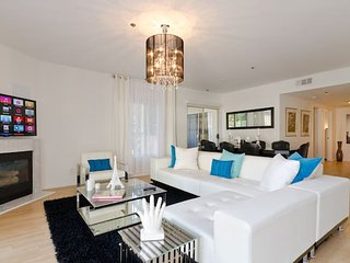 DS | Royal 3BR Condo in West Hollywood, California