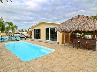 Gorgeous Waterfront Home w/Pool/150 dock/Steps to the Beach
