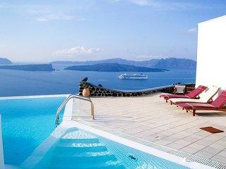 Santorini Akrotiri Panoramic sea view shared pool