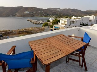 Amorgos Sunset, sea view studio next to the beach