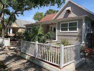 Quaint apartment located 3/4 mile from downtown st pete!