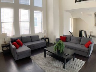 Stylish Townhome near Dwtn/Med Center (1) -6 Beds