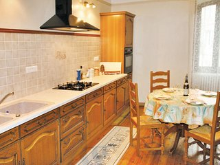 Amazing home in Suze La Rousse w/ 2 Bedrooms (FPD100)
