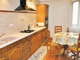 Amazing home in Suze La Rousse w/ 2 Bedrooms