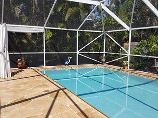 LOVELY ❀ LOADED ❀ PRIVATE ❀ 2 BEDROOM TROPICAL SUITE ❀ HEATED POOL & HOT TUB!!!