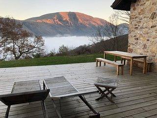 Loue maison en pierre rénové au pied du Mondarrain Pays Basque
