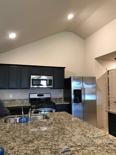 Built in 2017 4/2/2 w/pool!Close to IAH Airport, The Woodlands Mall and Waterway