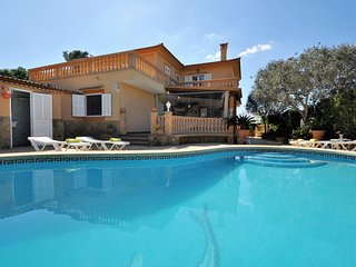 VILLA ISABEL -Villa with 5 bedrooms, private pool and garden in Tolleric. Mallor