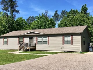 Kick Back & Relax at Spring Brook Resort   Cozy Four Bedroom   Minutes to Dells