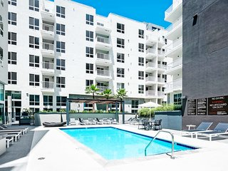 ID201 - Hip and Contemporary 2BR Apartment in Santa Monica