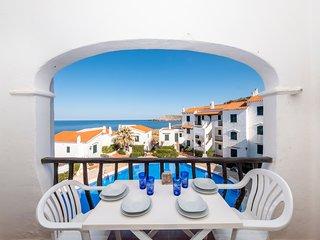 Apartamento hermoso con piscina y vistas al mar para 6 pax en Playas de Fornells