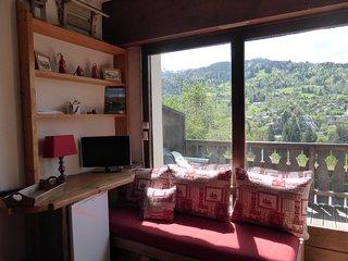 Studio cosy et équipé avec balcon, accès piscine !