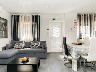 Larus White Villa, Altura, Algarve