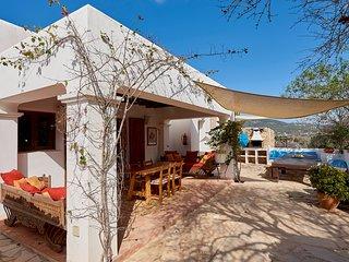 RACO DE BAIX, Casa rural con piscina privada y amplio terreno en Santa Inés.