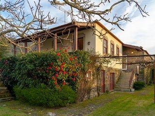 Liiiving in Moledo | Historical Pool Villa