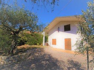 Villa con terrazza e giardino per vacanza di relax - V07