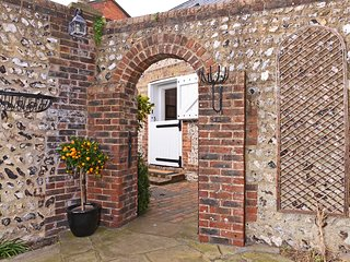 Vine Cottage - charming 1-bed cottage in Old Town Eastbourne