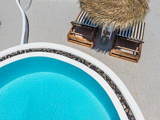 Summer Lovers Villa Private Pool | Hot Tub | Panoramic Caldera View