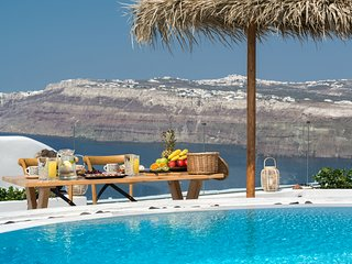 Silver Suite Outdoor Pool | Hot Tub | Caldera View