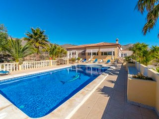 3 bedroom Villa with Pool, Air Con and WiFi - 5698519