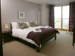 Ground Floor Apartment  5 (Fistral Beach) - Natural Retreats Fistral Beach – A s
