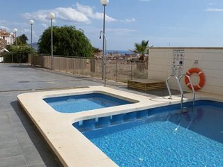 Luxury 2 Bed, 2 Bath Apartment. Fantastic Central Location, Wi-Fi, Pets, Air Con
