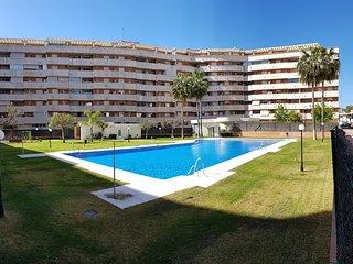 Apartamento con piscina cerca del paseo maritimo