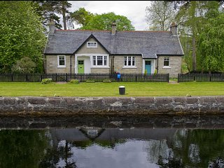Eriskay Cottage - Eriskay Cottage is part of a three-cottage hamlet at Kytra Loc