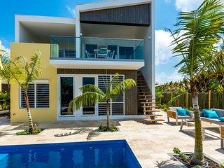 4BR Bonaire Villa steps to ocean