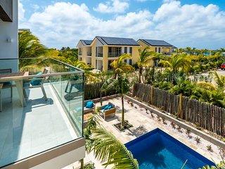 Bonaire Island Villa steps to ocean