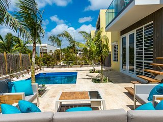 4BR Luxury Villa in Bonaire w pool
