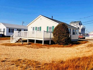 Hampton Beach Beach House Completely Renovated!
