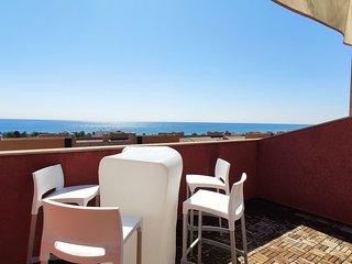 Elegante Duplex con Vistas al Mar MSJ89
