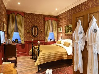 Aston Tavern Boutique Hotel- King Room