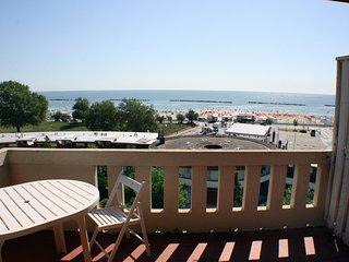Appartamento trilocale con vista mare panoramica a 50 mt. dalla spiaggia