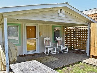 The Restin' Roost - Cozy Beach Bungalow!