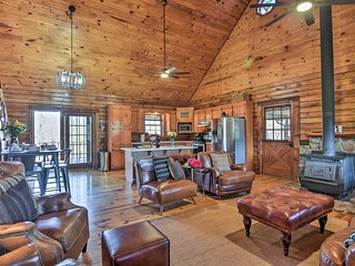 Private Luxury Log Cabin, Near Hot Springs & Lakes