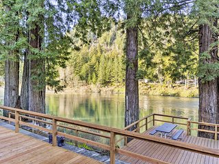 NEW! Crescent City Home w/Deck - 15 mins to Beach
