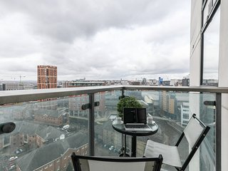 Prime Leeds Apartment With Balcony