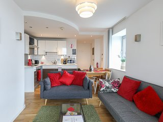 Heart of Leeds Centre - Stylish Apartment