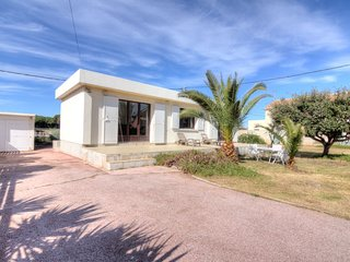 2 bedroom Villa with WiFi and Walk to Beach & Shops - 5778334