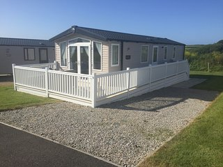 Superior caravan hire in crantock, 6 berth 2016